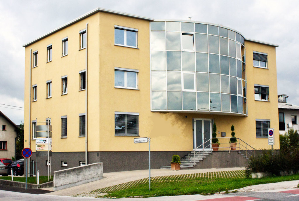 Diagnosticni-laboratorij-stavba